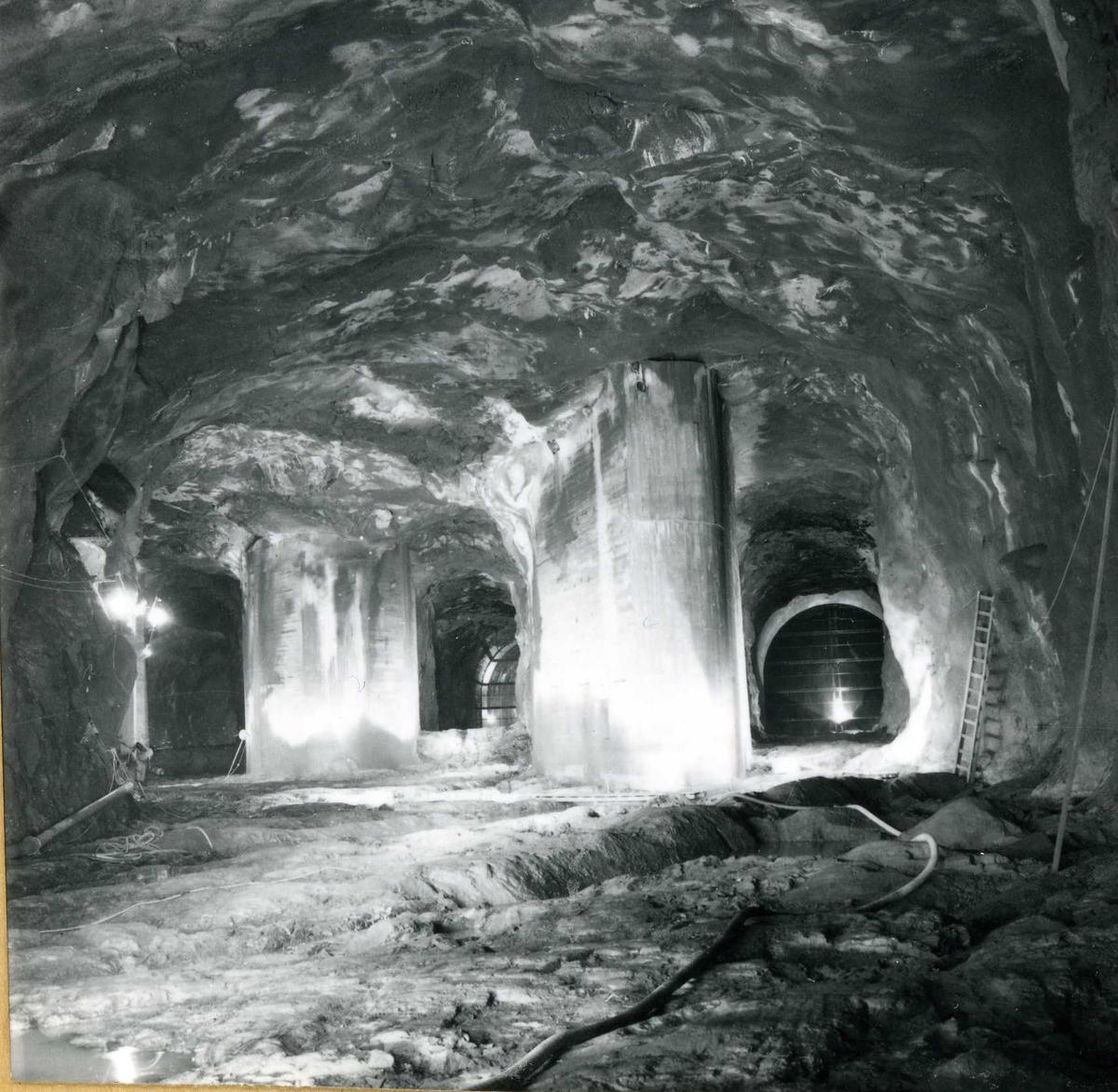 Tilløpstunnel frå Vesås. Tunnel innvendig, tre utlaup