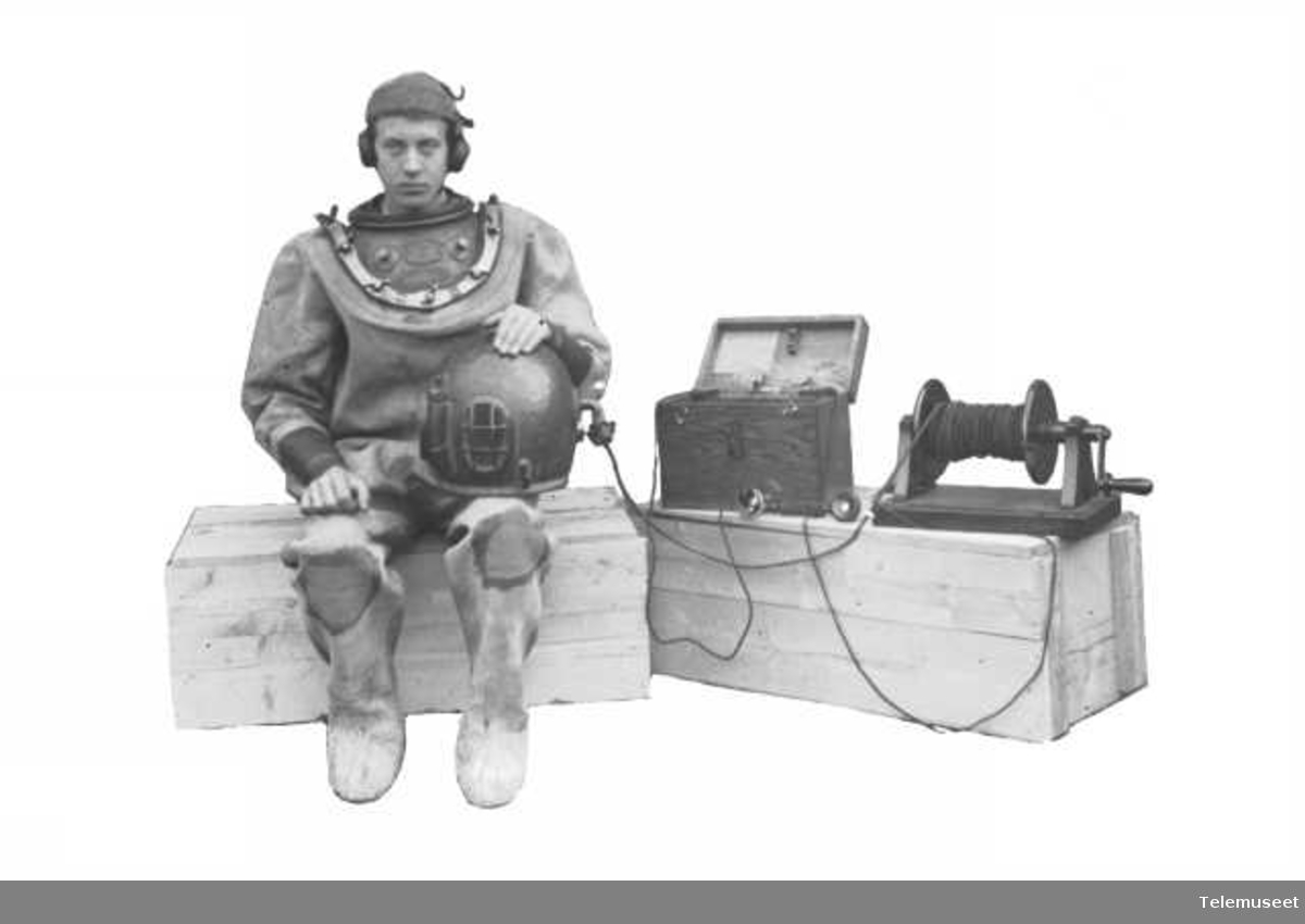 Telefonapparat, dykkertelefon.   Elektrisk Bureau.