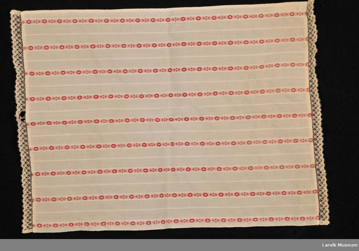 Samme som gardinene, striper med sirkler og prikker.
