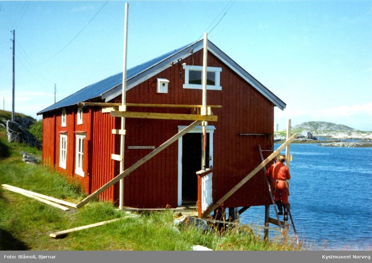 "Sør-Gjæslingan ""Petterbua"" under restaurering"