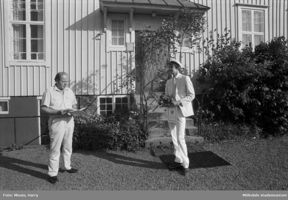 Finska studenten Juka Hatunen får stipendium vid finska föreningens klubbhus i Lindome, år 1984.  För mer information om bilden se under tilläggsinformation.