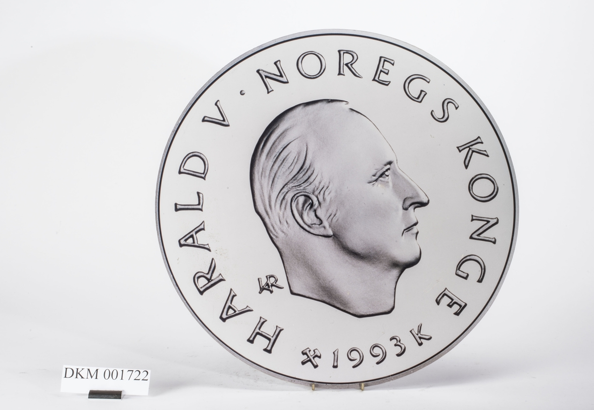 Advers: Kong Harald V i høyrevendt profil.  Revers: Alpinist. OL-symbolet.