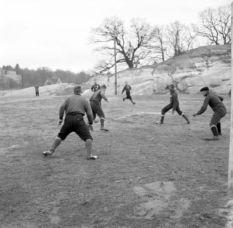 """Enligt notering: """"Fotboll Trollhättan UIS 3/4 -60""""."""