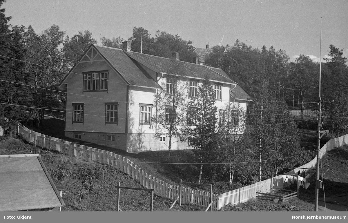 Bolig- eller kontorbygning, trolig tilhørende jernbaneanlegget Mo-Bodø