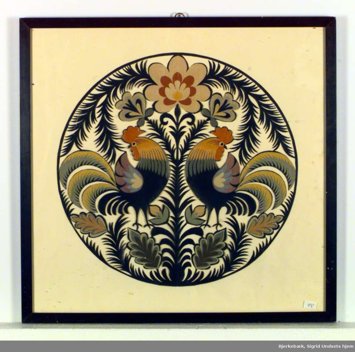Utklippsbilde med to haner, blomster og grener.