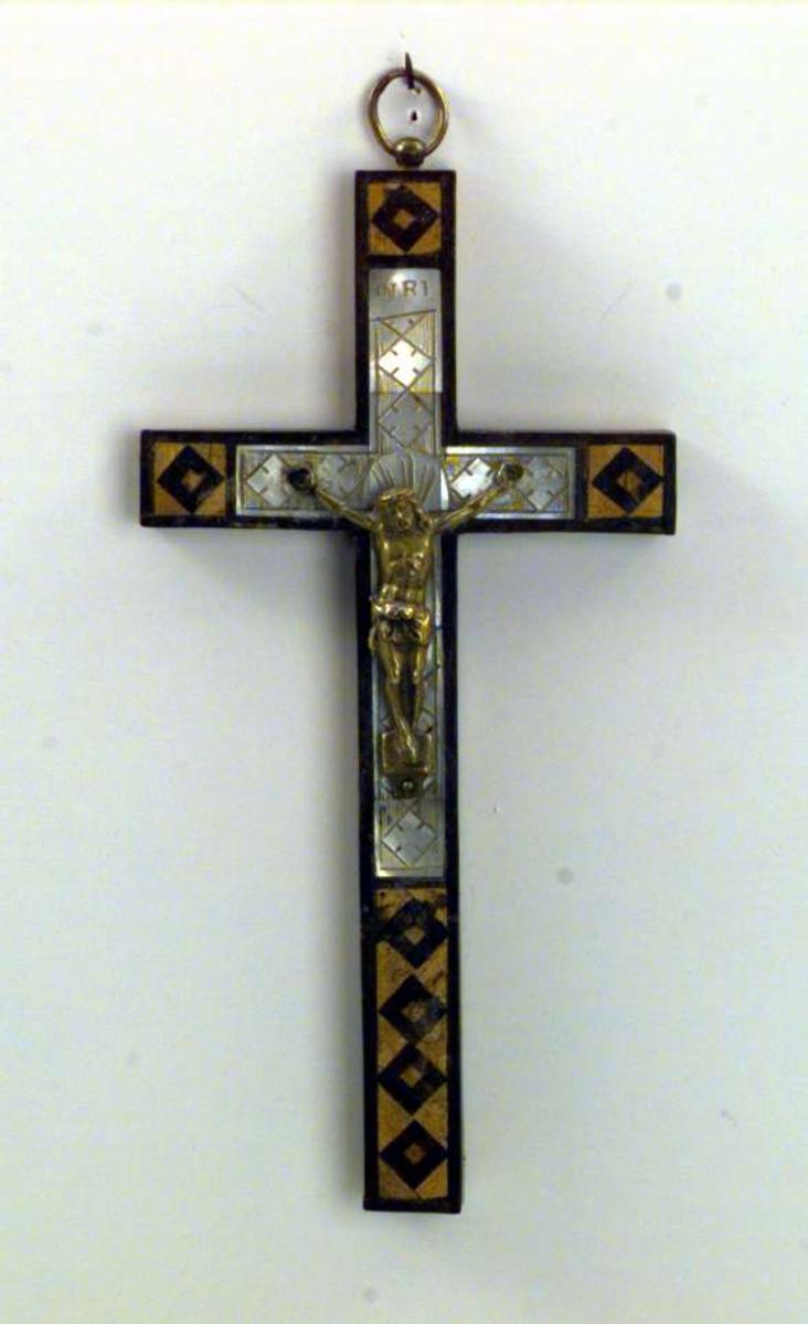Kristus henger på korset.