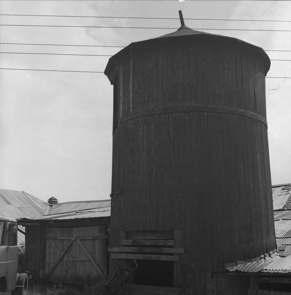 DOK:1980, låve, silo,