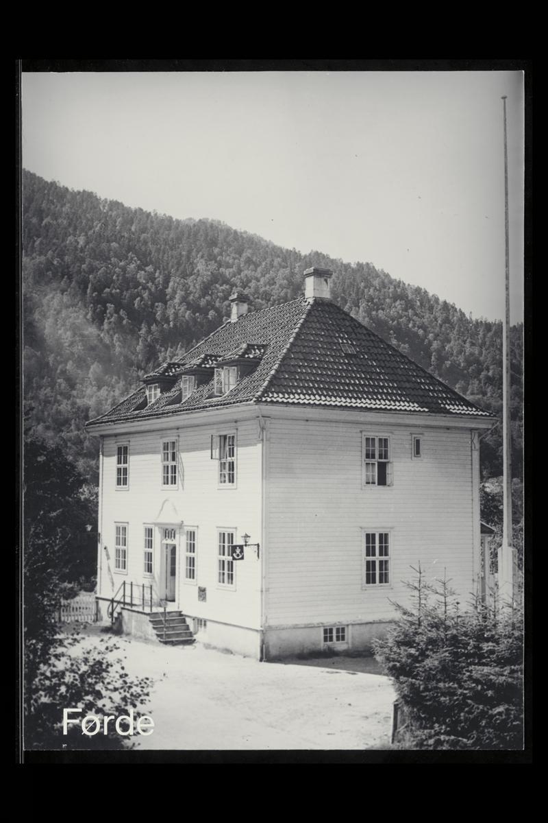 eksteriør, postkontor, 6800 Førde, innstikkpostkasse