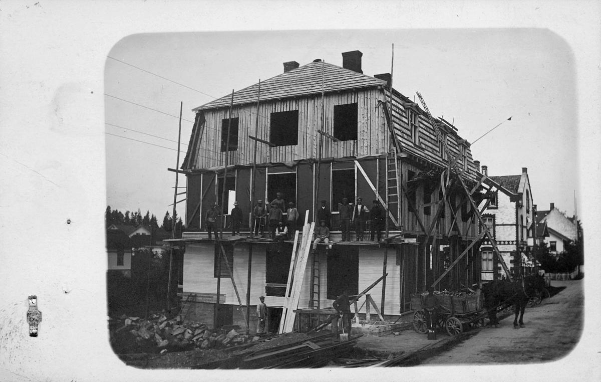 postkontor, eksteriør, 1801 Askim, Vammaveien, huset er under bygging, menn, hest og vogn