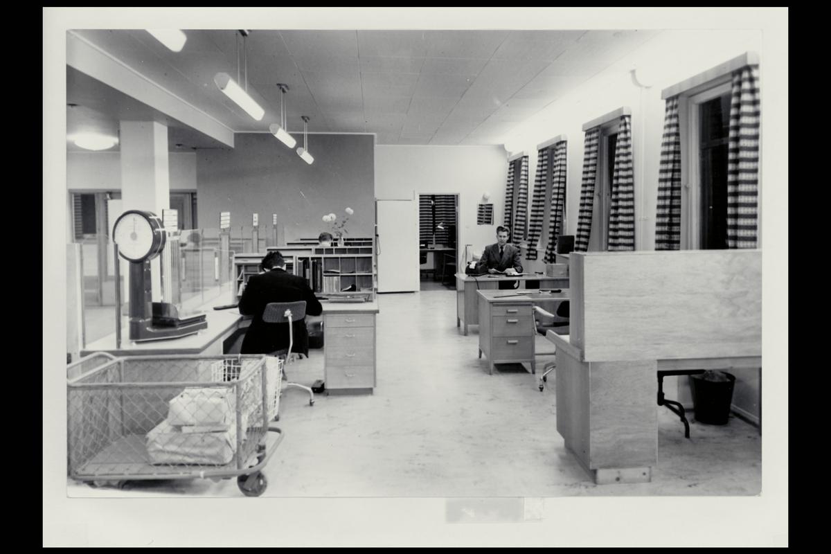 interiør, postkontor, 6600 Sunndalsøra, ekspedisjon, vekt, ekspeditør