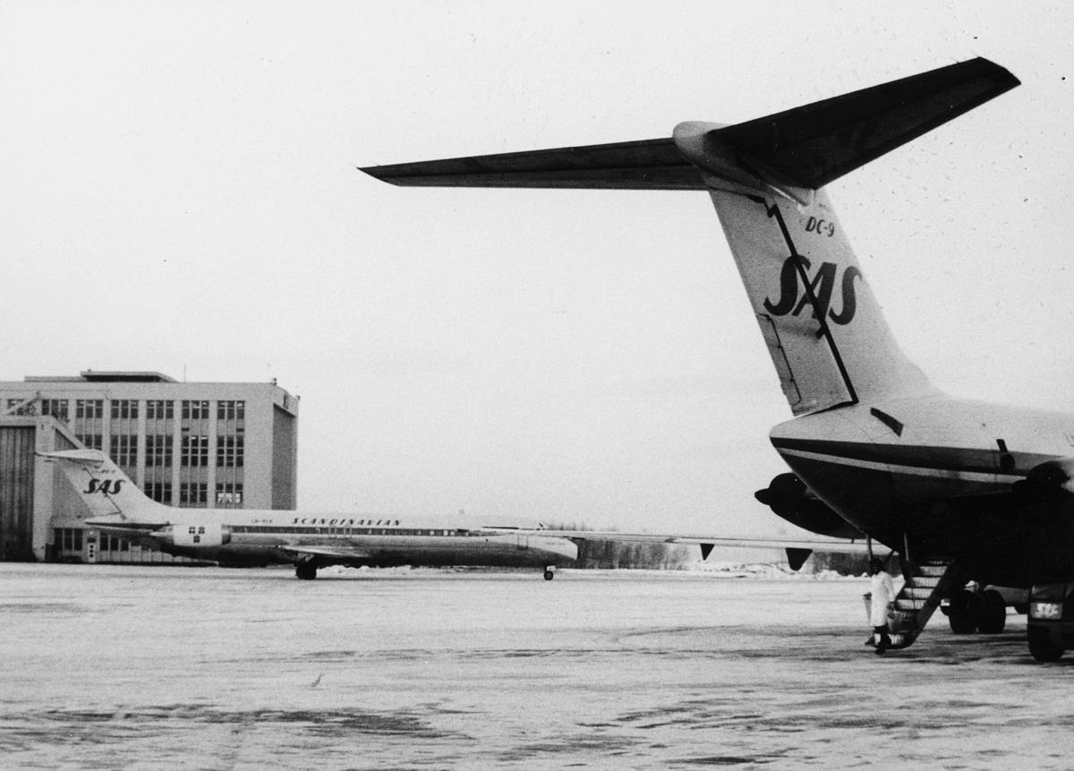 transport, fly, Oslo Lufthavn, DC 9 SAS, på bakken