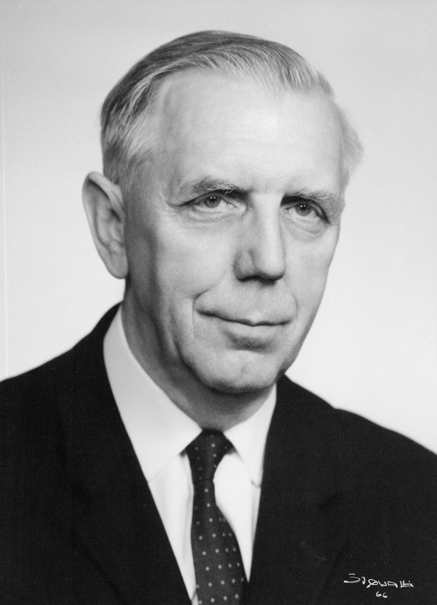 portrett, postmester, Asbjørn Th. Braathen