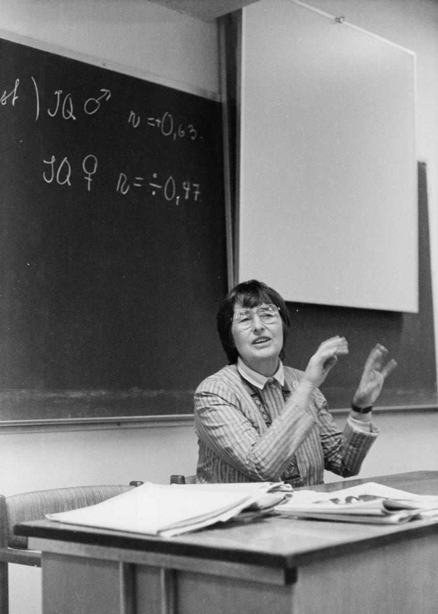 gruppebilde, likestillingskonferanse, høsten 1984, Sundbakken, Asker, 1 dame, klasserom