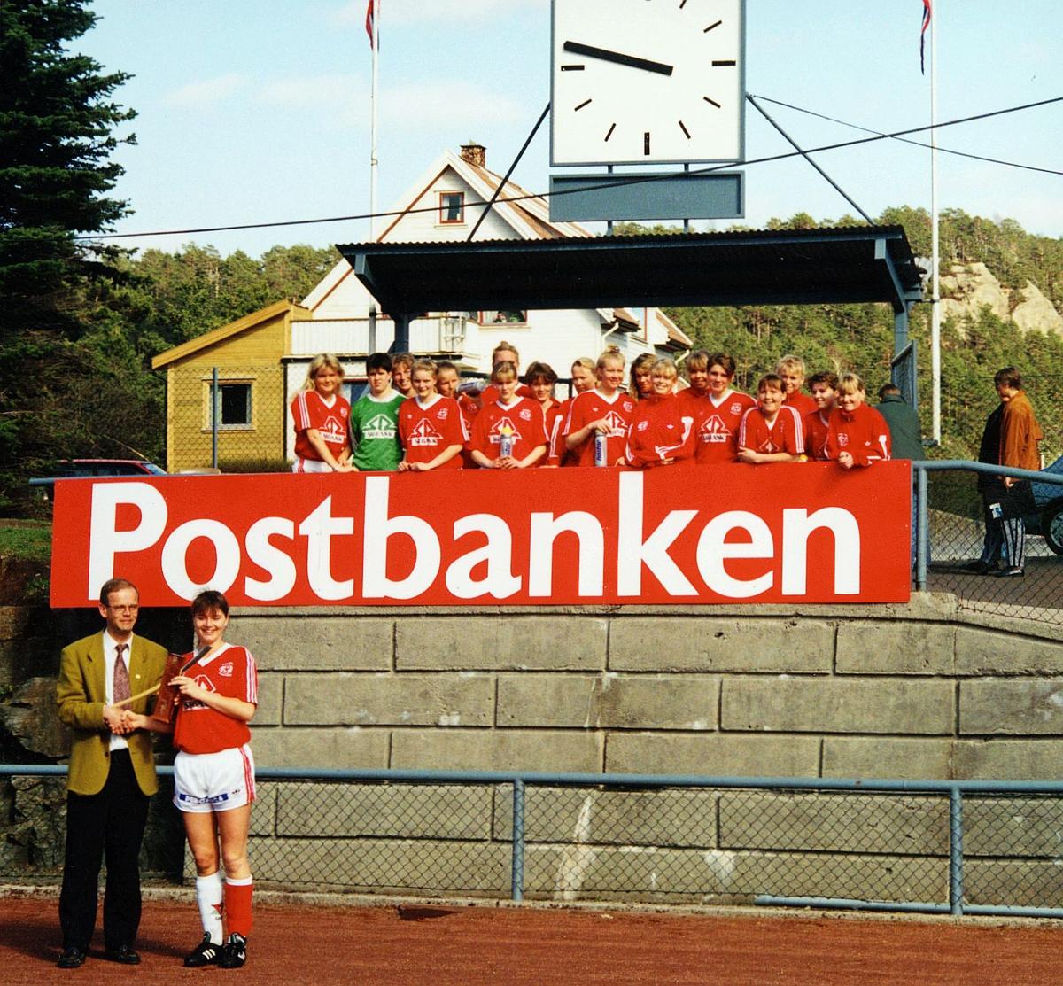 markedsføring, Flekkefjord, sponsing, fotballag, kvinner, en mann