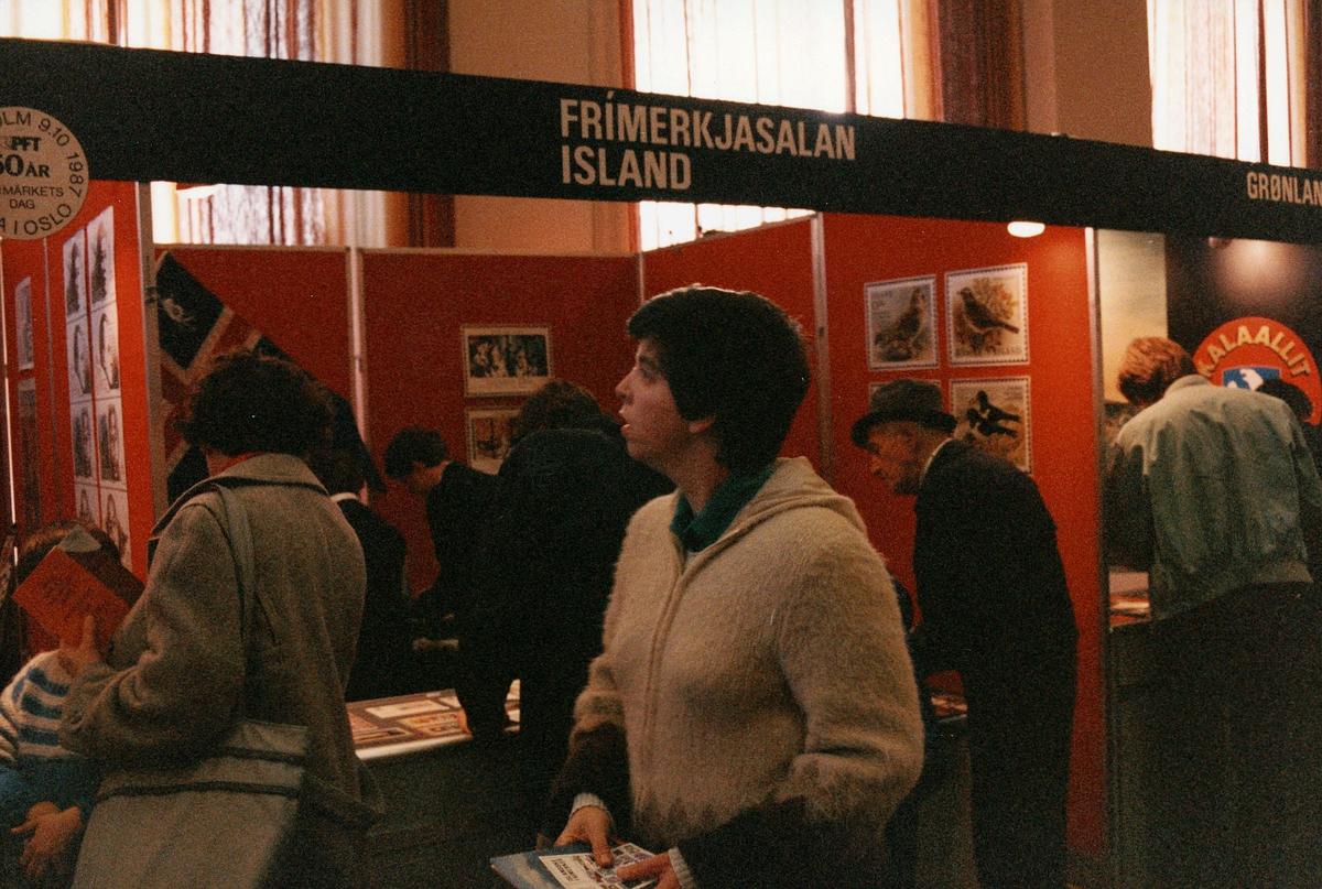 frimerkets dag, Oslo Rådhus, stands for Frimerkjasalan Island, ekspeditører, kunder