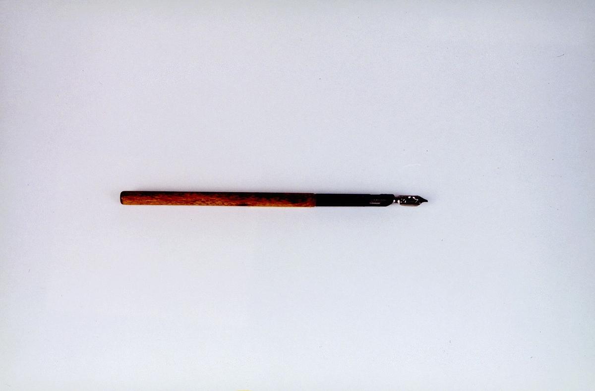 Penn med pennesplitt