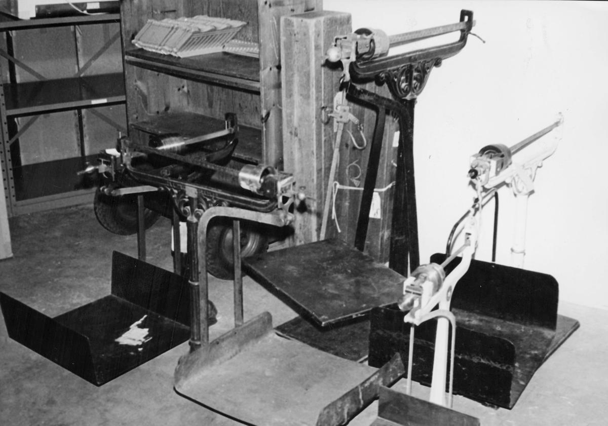 Forsyningskontorets lager, eldre rekvisita, interiør