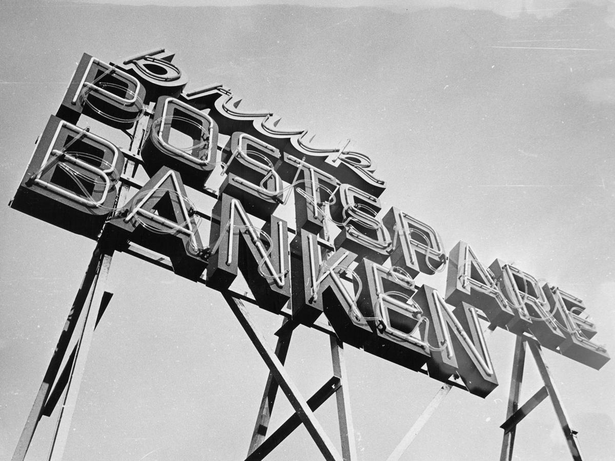 postsparebanken, Akersgata 68, Oslo, reklameskilt, eksteriør