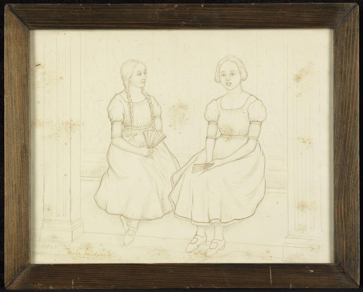 2 piker, sittende på benk, pilarer på s.; vifter  hendene, d.e. høyrev., d.a. venstrev.