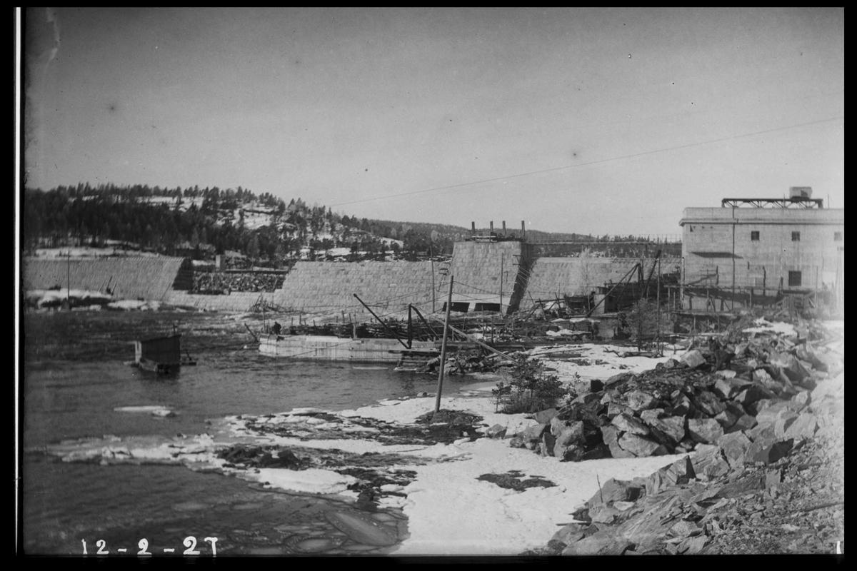 Arendal Fossekompani i begynnelsen av 1900-tallet CD merket 0468, Bilde: 30 Sted: Flaten Beskrivelse: Dammen nesten ferdig