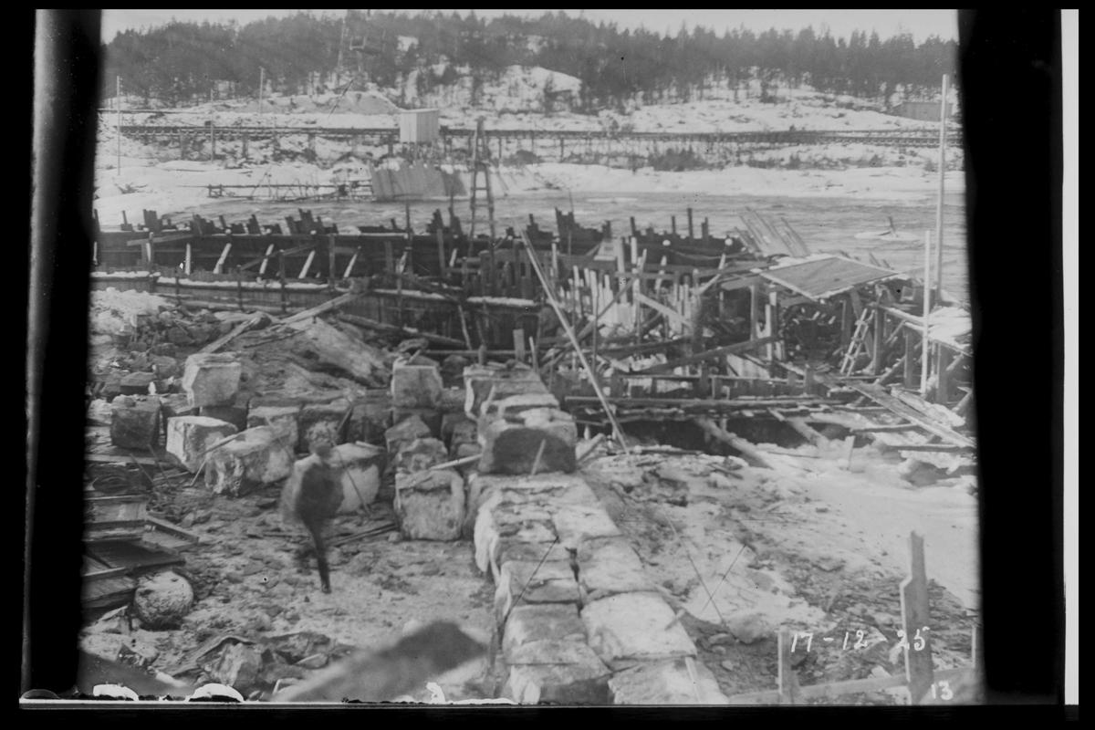 Arendal Fossekompani i begynnelsen av 1900-tallet CD merket 0468, Bilde: 48 Sted: Flaten Beskrivelse: Arbeid bak fangdam