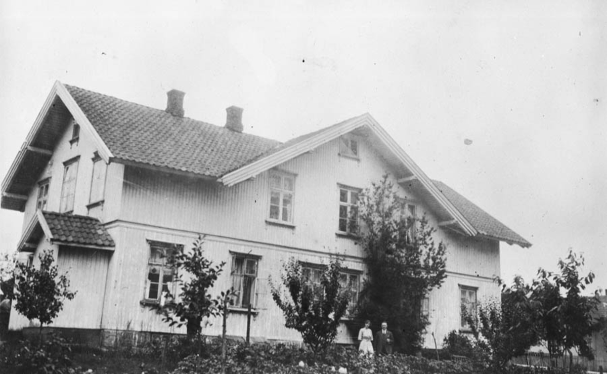 H. Wergelands hus ble flyttet til Ski. Etter påbyggingen var det opprinnelige huset helt innebygd.