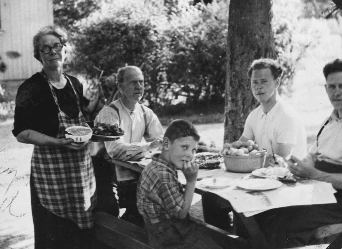 Middag i granholt hos Jens Lysne.
