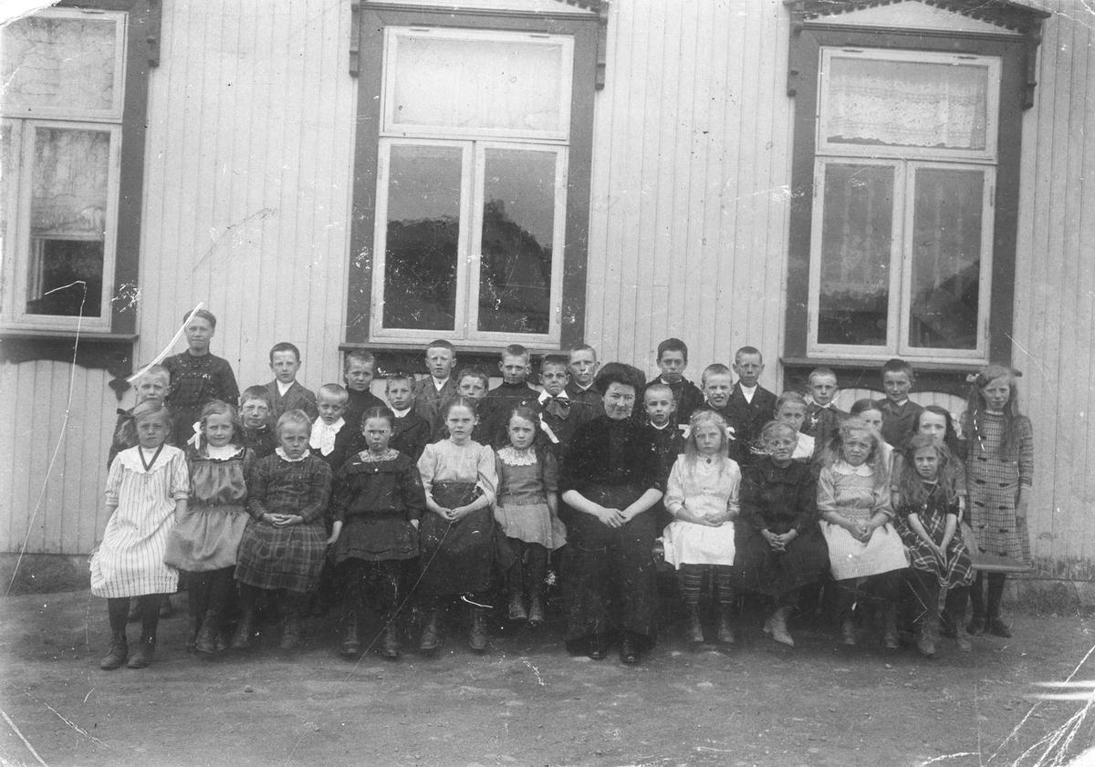 Skoleklasse på Menighetshuset.