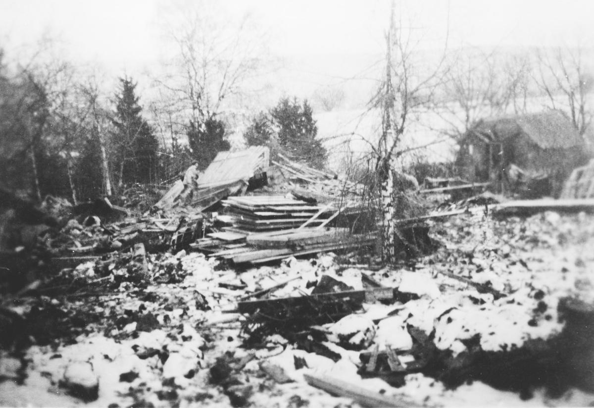 Hus i ruiner etter flyangrep under krigen.
