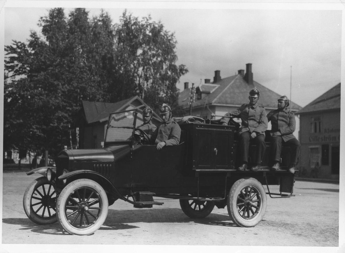 En av Lillestrøms første brannbiler.