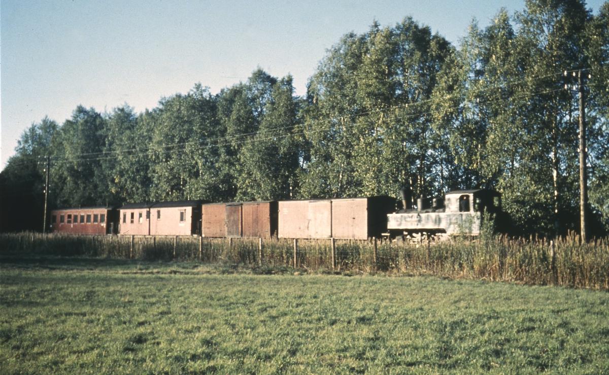 Tog 2075 til Bjørkelangen nær Liermosen