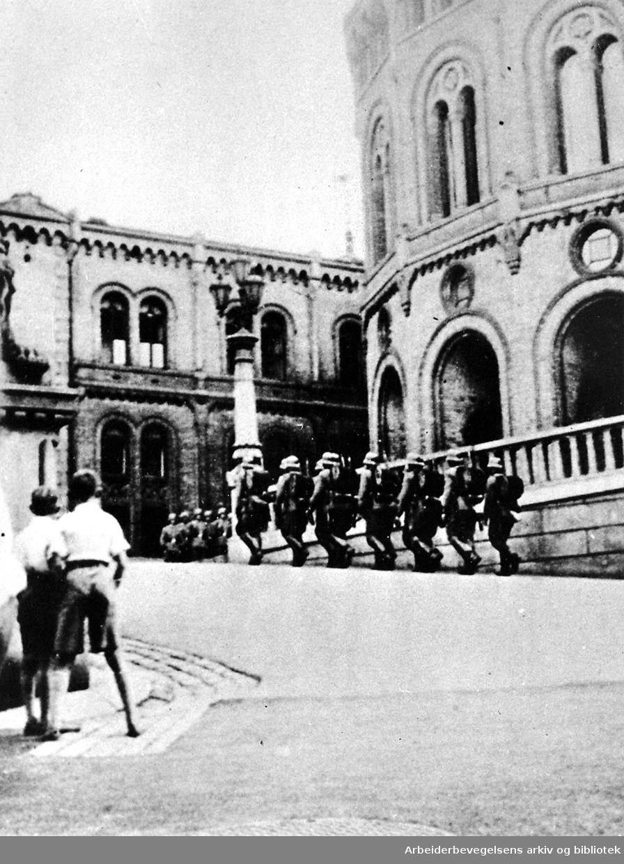 Tyske tropper utenfor Stortinget,.9. april 1940...