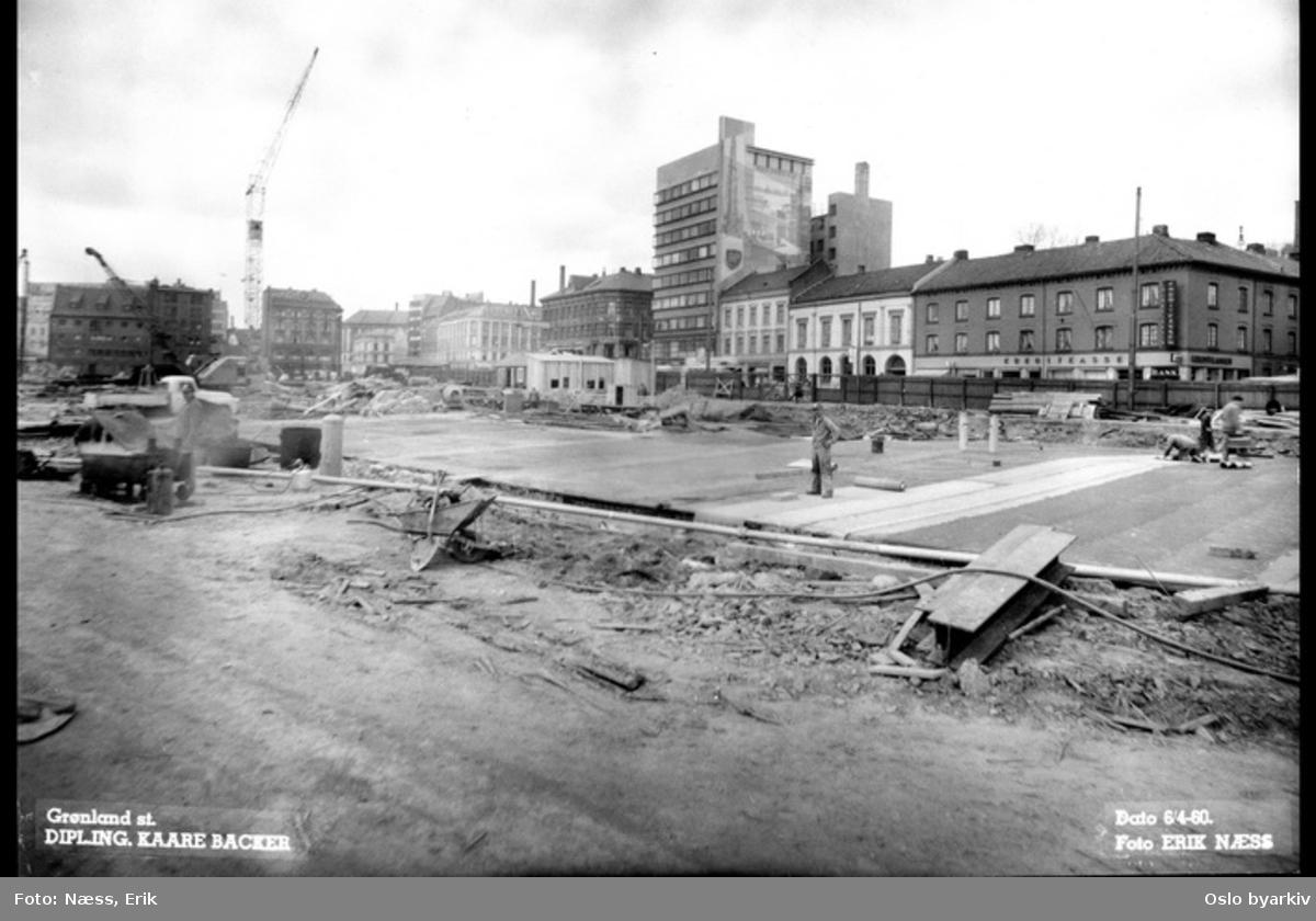 Byggingen av Grønland T-banestasjon, Vaterland i bakgrunnen til venstre. Grønlands torg. Taket er ferdigstøpt og under isolasjon.