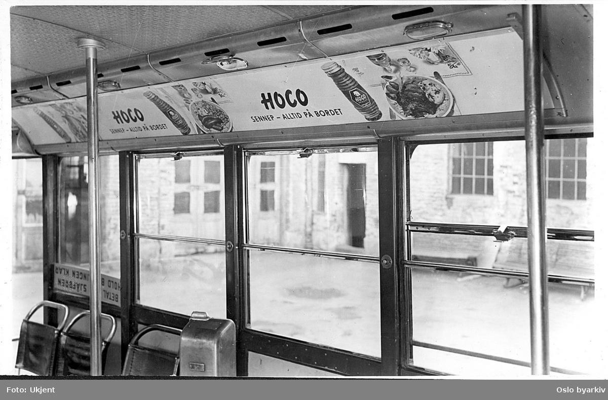 """Interiør, detalj, reklame for """"Hoco"""" i Strømmen turbinbuss ved midtdør"""