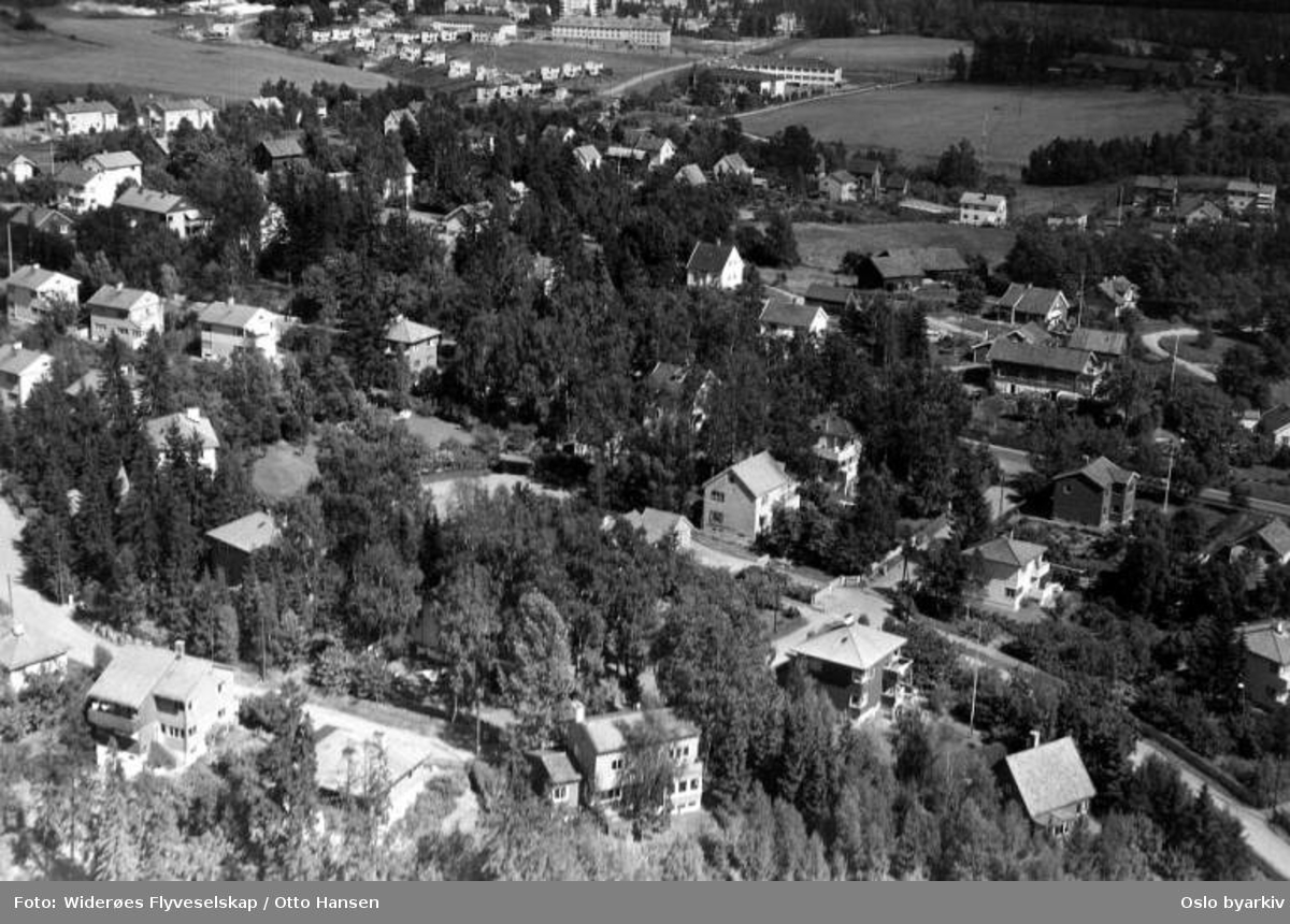 Finnhaugveien, Røa (Flyfoto)
