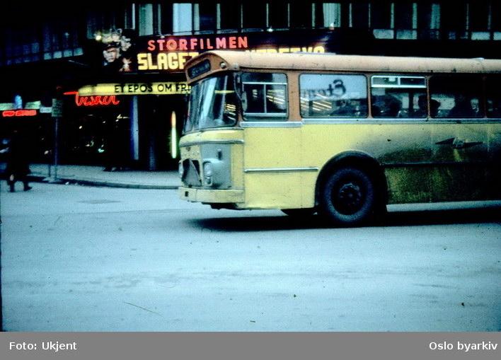 Buss, Lommedalsbussen i Roald Amunds gate.