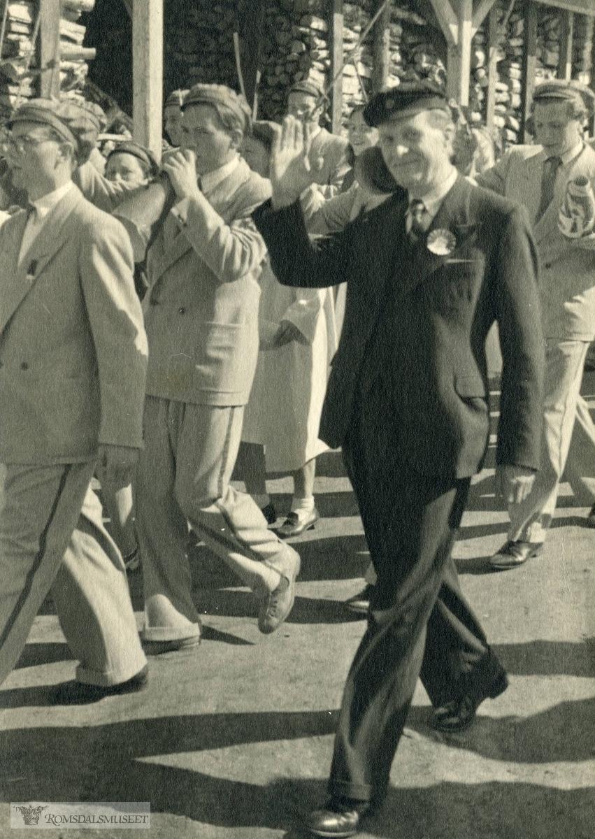 Rektor Aslak Erdal 17 mai 1948?.