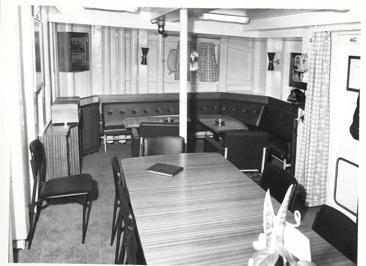 Enkeltbilde. Fregatten KNM Oslo, interiør fra offisersmessen 1966.
