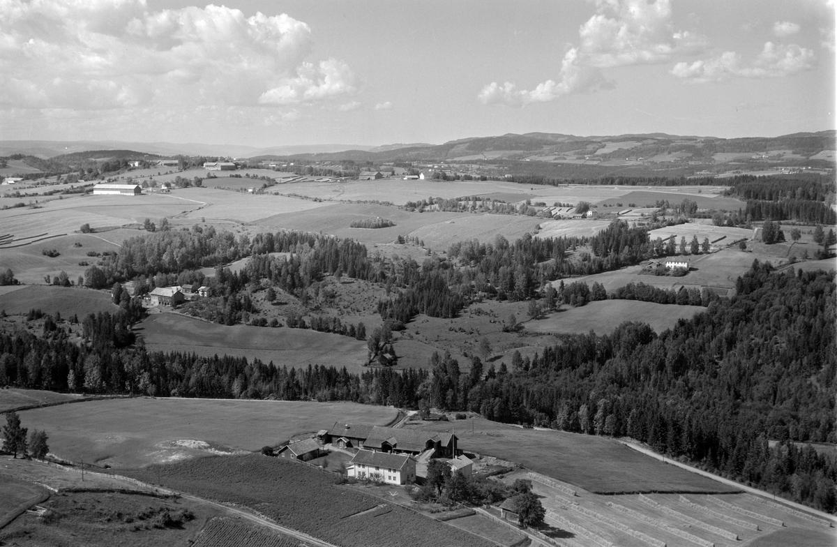 Flyfoto av Jønsrud gard, Stensengdalen, Ringsaker.