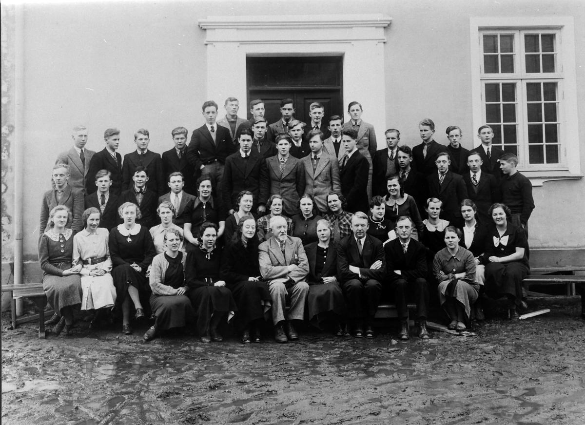 Ringsaker Fylkesskole, elever og lærere, 1936-1937.