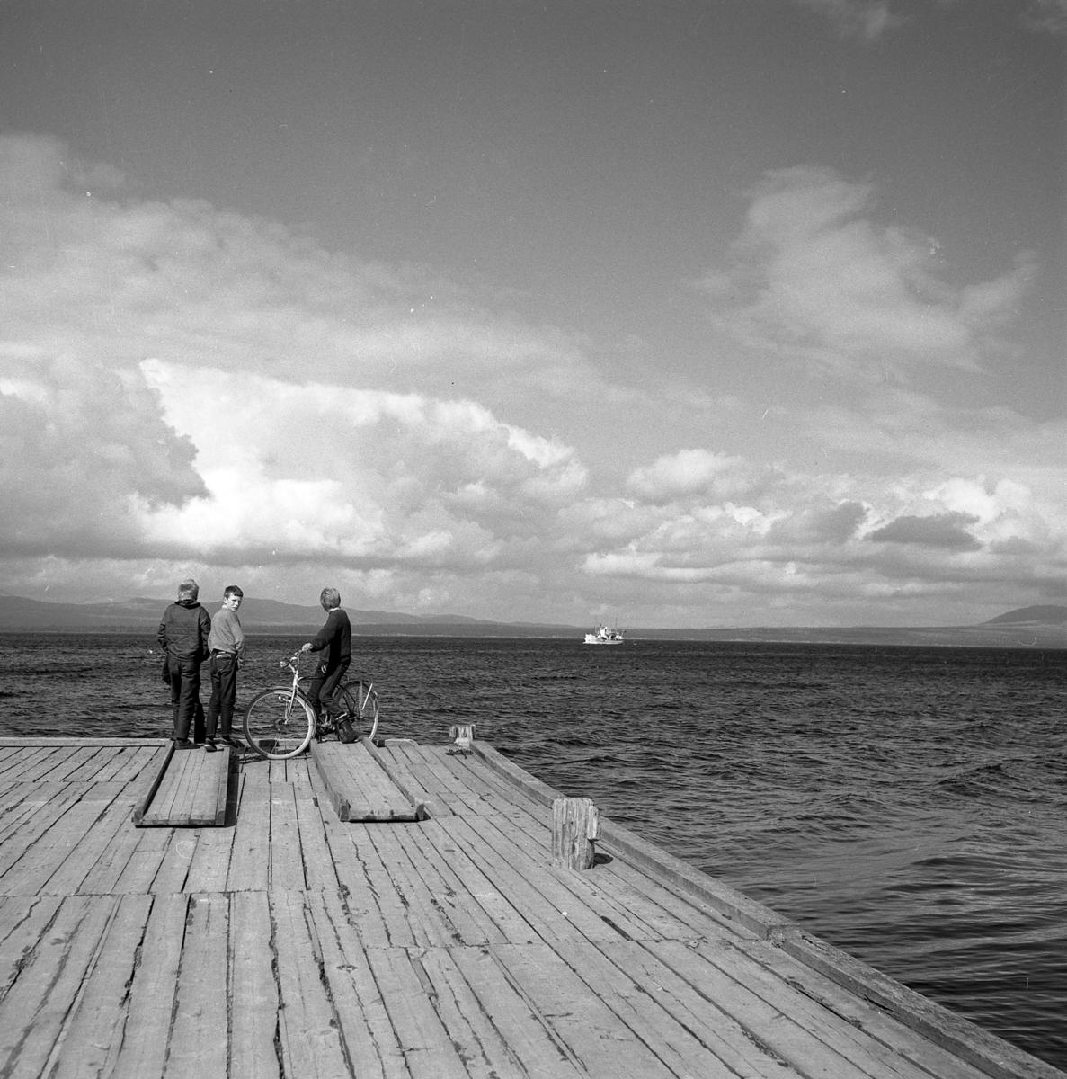 Barn ved sjø