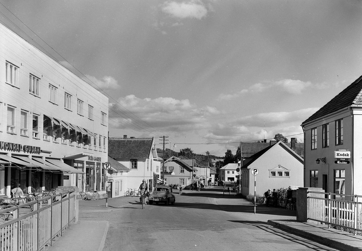 BRUMUNDDAL SENTRUM, 1957FOTOGRAF EIVIN LØKKEN.