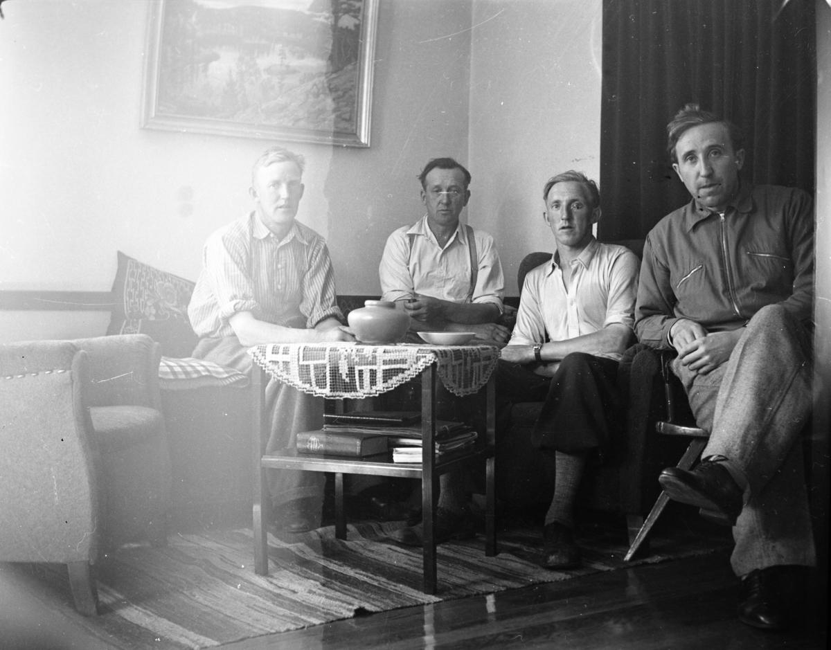 Fire menn, Rustad
