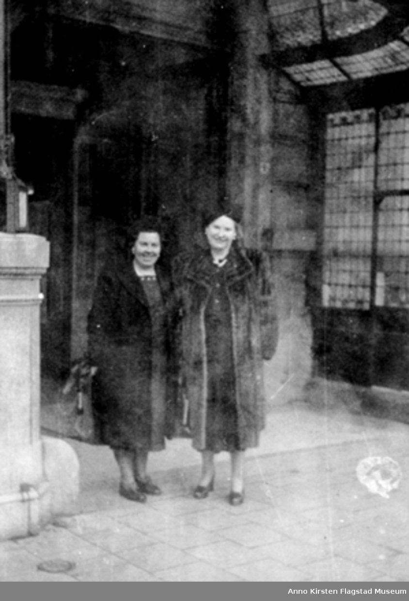 Joyce Leak og Kirsten Flagstad i Haag februar 1948. Joyce Leak and Kirsten Flagstad in Hague February 1948.