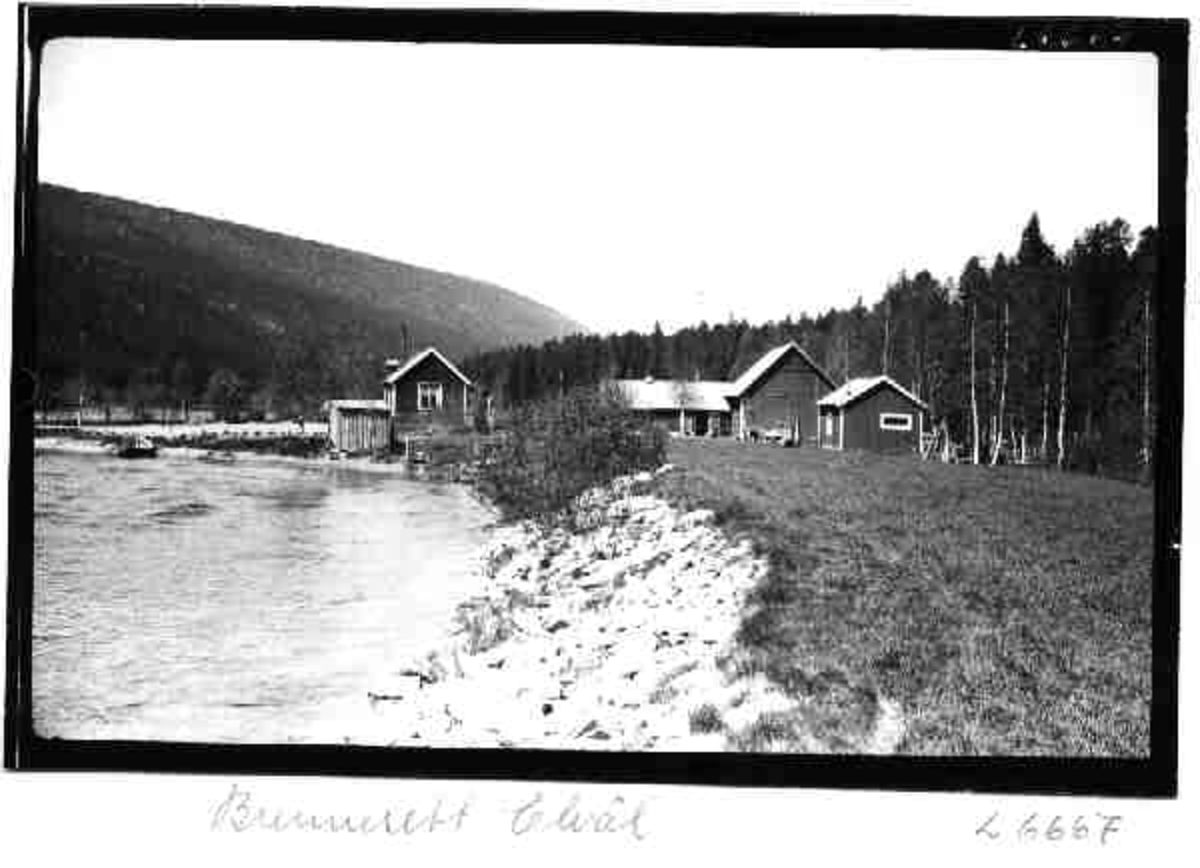 Gard, Brennesett, Elvål, Rendalen, elvefar, fjøs, uthus