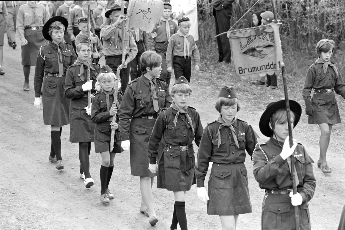 17. mai i Brumunddal 1968. Skoletoget. Speidertropp.