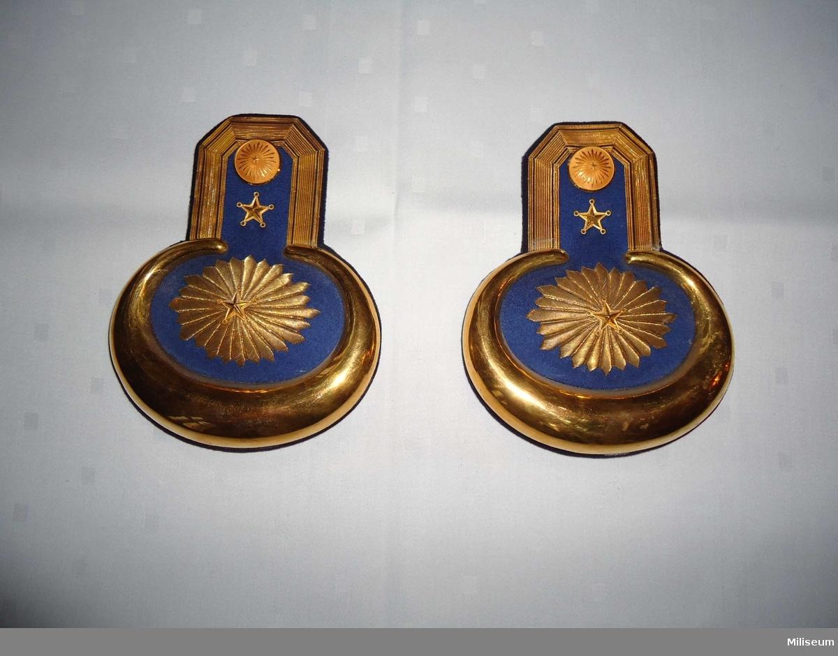 Epåletter m/1830, för underlöjtnant vid Ingenjörtrupperna. Med tillhörande etui.