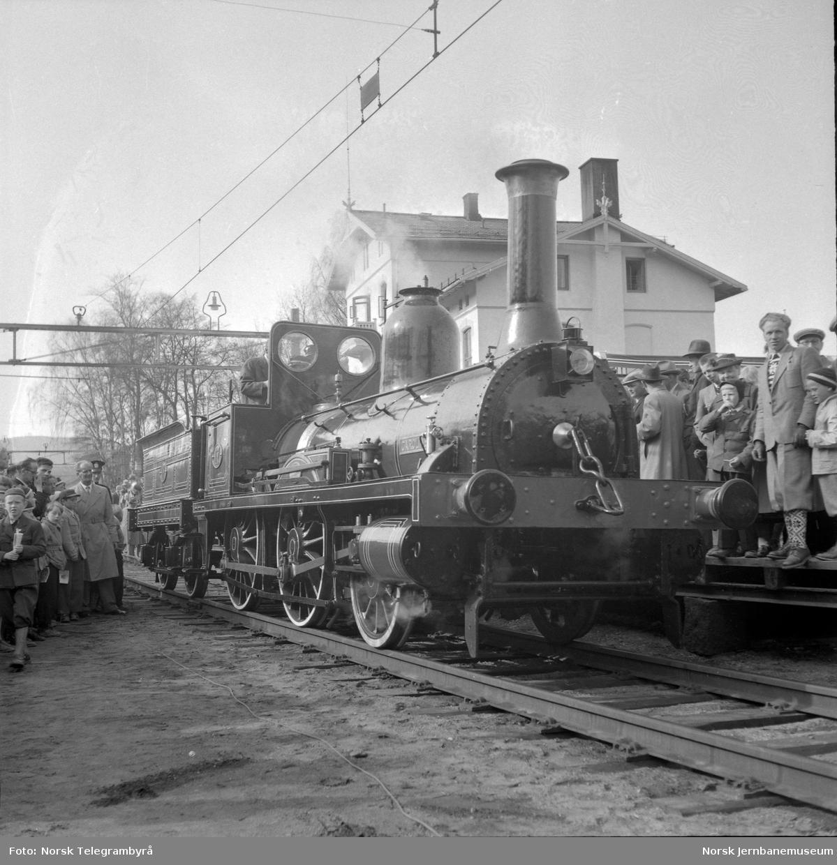 Jubileumstoget på Eidsvoll stasjon