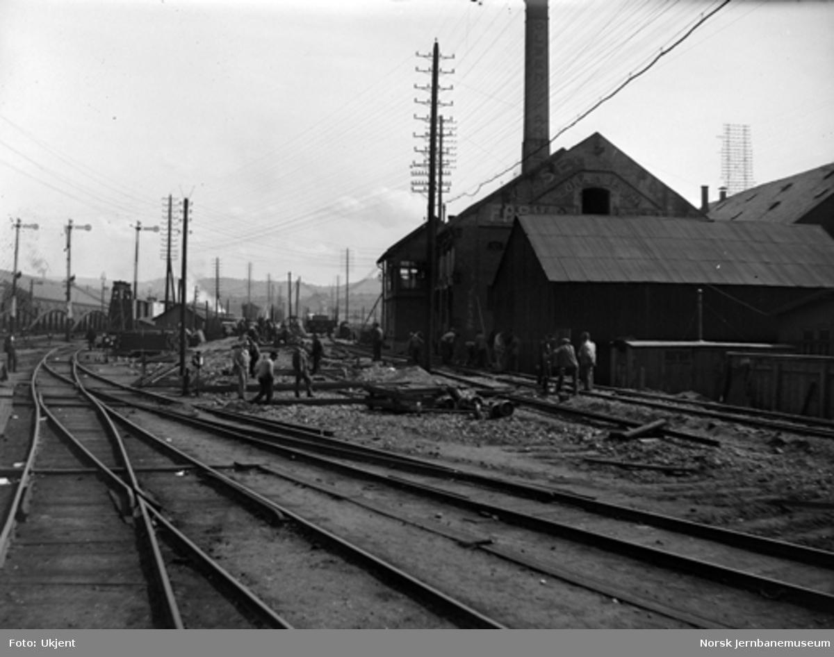 Stasjonstomta på Østbanen, sett østover mot bruene over Akerselva, sporendringer under arbeid