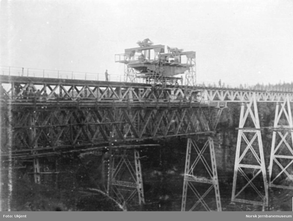 Ombygging av Hobøl viadukt; prøving av kran- og heiseutstyr